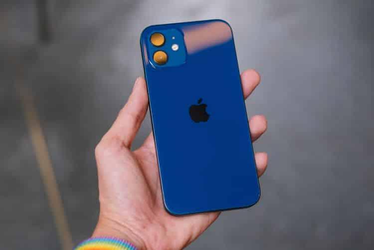 где лучше батарейка в Galaxy S21 или iPhone 12